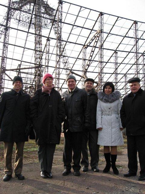 Директор EISCAT Е.Турунен и д-р К.Кауристи с учёными Института ионосферы